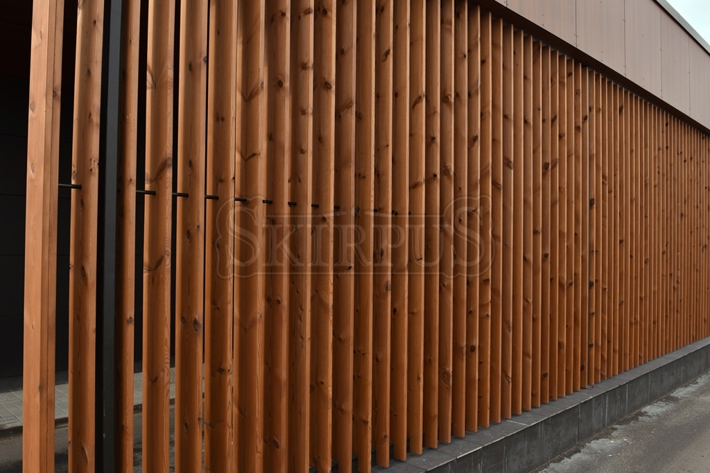Private house in Bressanone (ITALIA), SKIRPUS exterior movable vertical  wooden louvers, Siberian Larch wood, motorized operation